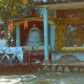 116_05-alles-da-bodhibaum-stupa-und-buddhastatue-hinter-glas.jpg