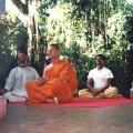 16. Brahma Vikara Ananda leitet die Meditation